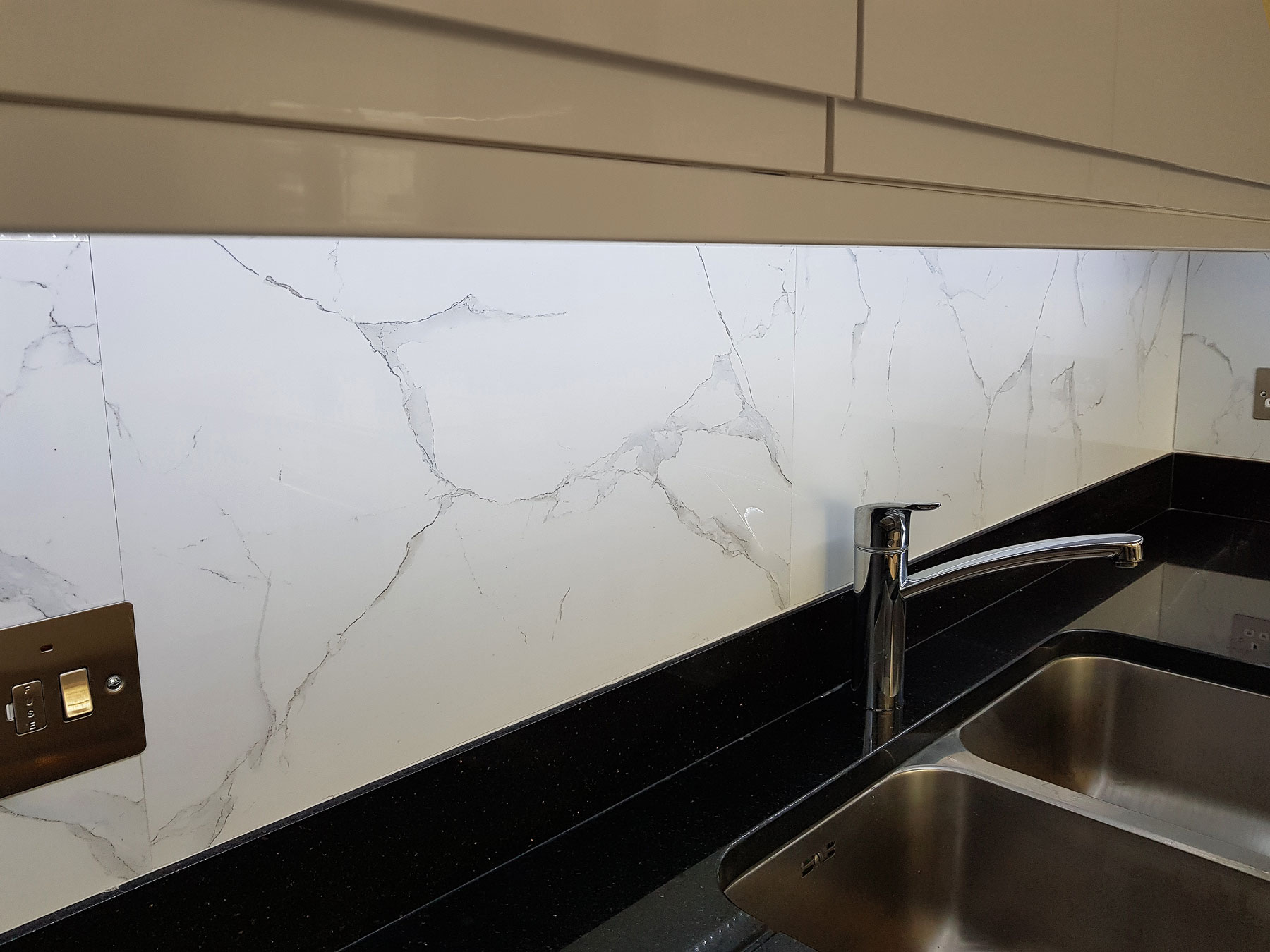 White Marble High Gloss Size 60x60cm Top Ceramics